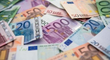 Zahlreiche Euro-Banknoten, aufgenommen am 29.08.2014 in Hamburg.