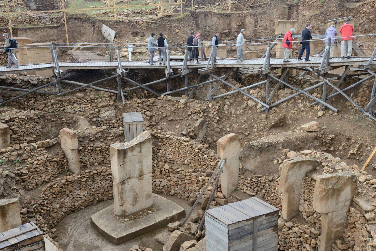 Wie konnten Steinzeitmenschen - Jäger und Sammler - so komplexe steinerne Kultstätten mit sechs Meter hohen T-Säulen bauen? Foto:dpa