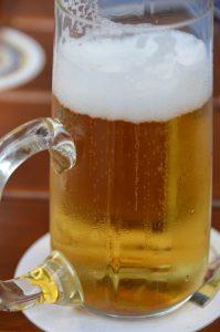 Ganz so appetitlich sah es wohl nicht aus - das keltische Urzeitbier. Mit leichtem Minzgeschmack und gesüßt mit Echtem Mädesüß hatte das Gesöff nach einem 2500 Jahre alten Rezept aber immerhin mehr als acht Prozent Alkohol. Na dann: Prost! Foto: dpa